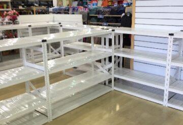 מדפים לחנויות בהתאמה אישית צבע לבן