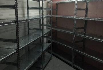 תמונות של מדפים מפרויקטים במחסן בצורת ח