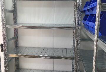 תמונות של מדפים במחסן עם אפשרות לאחסון