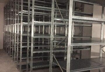 מדפים מודולריים למחסן בשורה ובגובה