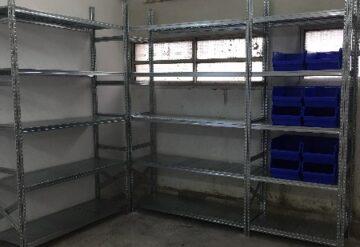 מדפים מודולריים למחסן בשורה