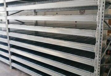 התקנת מדפים תעשייתיים במפעל בדרום תל אביב