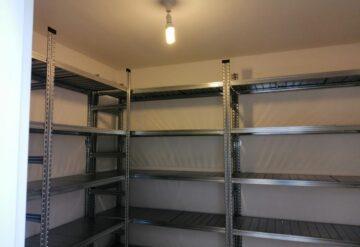 בניית מדפים מודולאריים למחסן ביתי באורנית