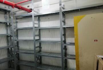 מדפים למחסן חלקי חילוף בצורת ח צמוד לקיר